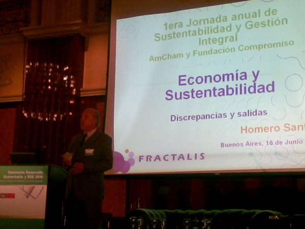 Homero Santos hablando de Sustentabilidad, Tripple Bottom Line y Capital Natural